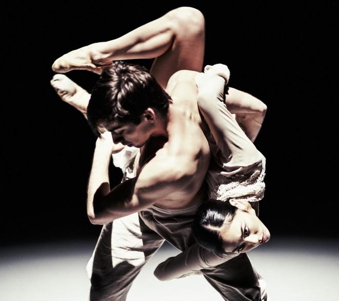 Schubert – choreografia Sol León & Paul Lightfoot - Nederlands Dans Theater 2 (foto © Rahi Rezvani)