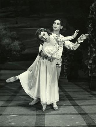 Sergej Prokofjev: Romeo a Julie - Trúda Boudová-Tašká (Julie) a Jozef Zajko (Romeo) - SND 1954 (foto Gejza Podhorský)