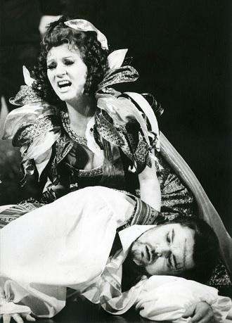 G.Puccini: Tosca - Iva Malinová (Tosca), Jan Adamec (Mario Cavaradossi) - DJKT Plzeň 1992 (foto Pavel Křivánek)
