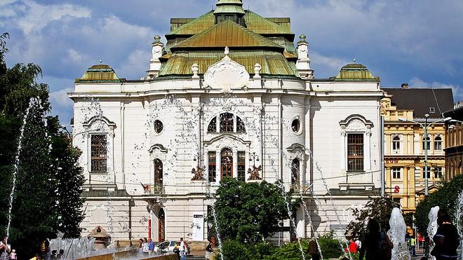 Severočeské divadlo opery a baletu v Ústí nad Labem (zdroj operabalet.cz)