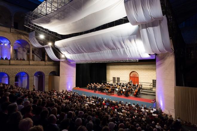 Smetanova Litomyšl 2016: Slavnostní zahajovací koncert - Zámecké nádvoří Litomyšl 2016 (foto Smetanova Litomyšl)
