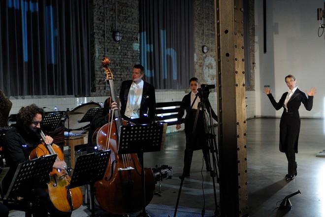 György Ligeti: Aventures a Nouvelles Aventures - Markus Hollop, Lydia Brotherton, Lena Haselmann, Ostravská banda – NODO 2016 (foto Martin Popelář)