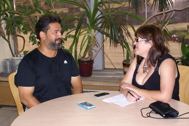 Efe Kişlali při rozhovoru s Alenou Kunčíkovou (foto Marcela Zweschperová)