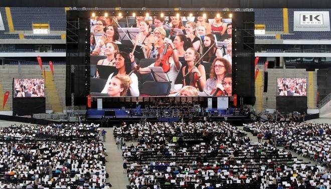 Největší orchestr světa - Commerzbank ve Frankfurtu 2016 (foto archiv autora)