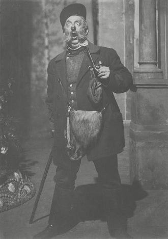 B.Smetana: Dvě vdovy - Robert Polák (Mumlal) - ND Praha 1909 (foto archiv ND Praha)