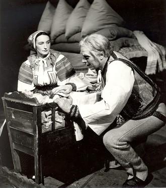 Egen Suchoň: Krútňava - Margita Česányiová (Katrena), František Zvarík (Štelina) - SND Bratislava 1949 (foto ČSTK/archiv SND)