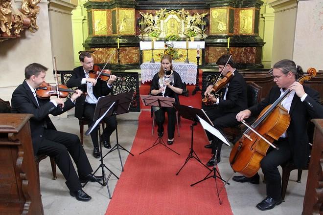 Hudební léto Kuks 2016 - Ludmila Peterková (klarinet) a Bennewitz Quartet (foto Hudební léto Kuks)