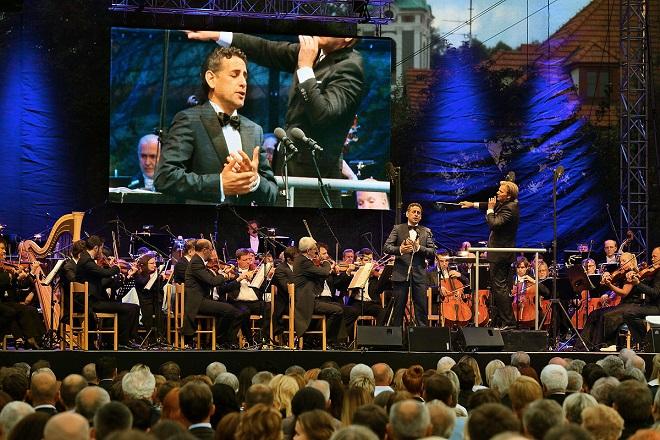 Juan Diego Flórez, dirigent Christopher Franklin, SOČR - MHF Český Krumlov 2016 (foto Libor Sváček)