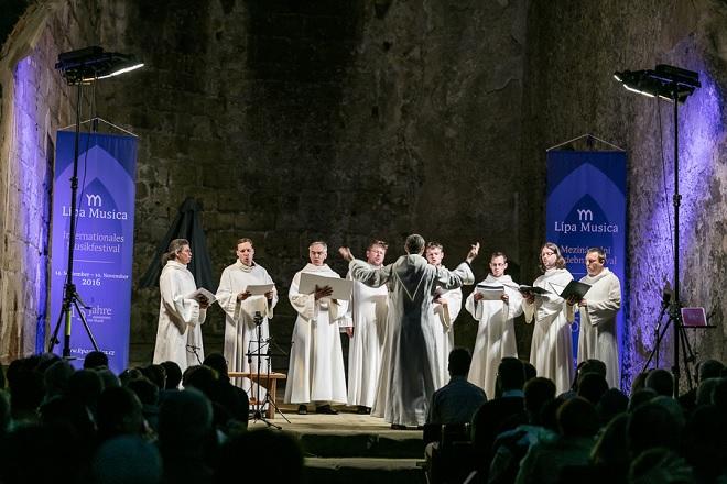 Schola Gregoriana Pragensis, Hana Blažíková, Barbora Kabátková - Lípa Musica 2016 (foto © Lukáš Pelech Atelier)