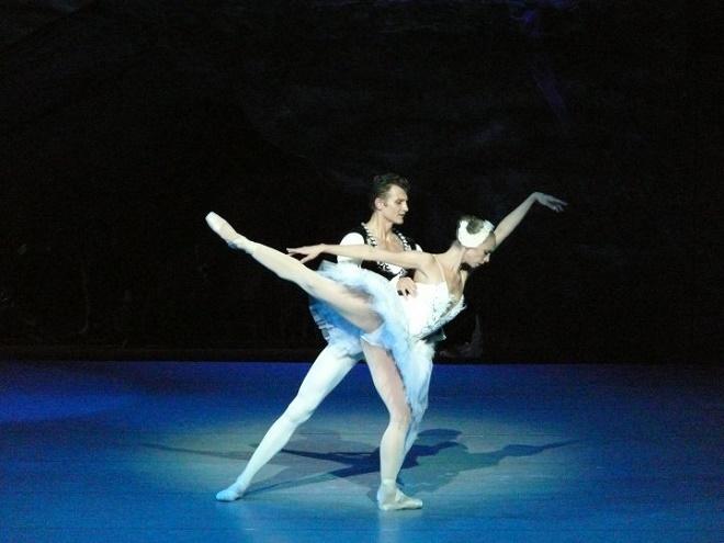 P.I.Čajkovskij: Labutie jazero - Cosmina M. Zaharia/ Roman Lazík (foto Alena Klenkova)