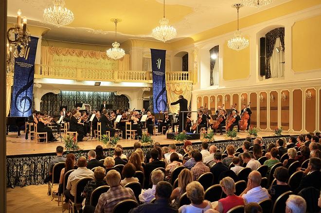 Plzeňská filharmonie, Daniel Raiskin - MHF Český Krumlov 2016 (foto Libor Sváček)