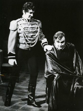Piotr Iľjič Čajkovskij: Piková dáma - Juraj Hrubant (Tomskij), Andrej Kucharský (Herman) - SND Bratislava (foto archiv SND)