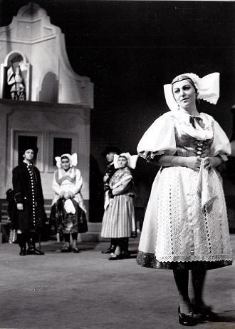 B.Smetana: Prodaná nevěsta - Jindra Pokorná (Mařenka) - ND Brno 1967 (foto Rafael Sedláček)
