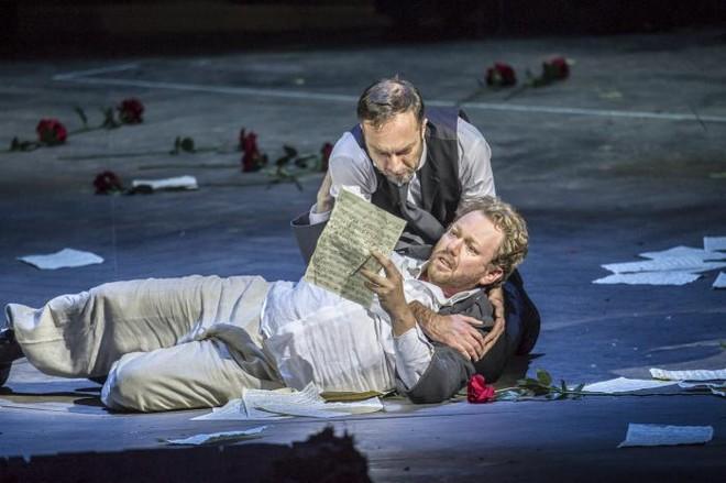 Richard Wagner: Tannhäuser und der Sängerkrieg auf Wartburg - Armin Kolarczyk (Wolfram von Eschenbach), Daniel Kirch (Tannhäuser) - Tiroler Landestheater 2016 (foto © Rupert Larl/Tiroler Landestheater)