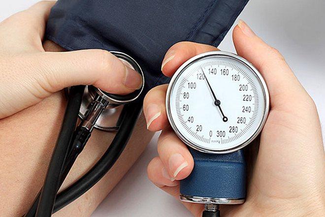 měření krevního tlaku (foto archiv)