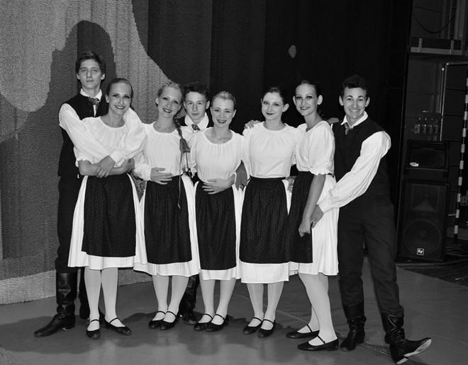 So spolužiakmi z ostravskej školy (foto archív Jana Špundu)