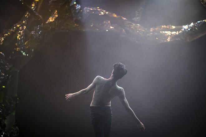 Svätenie jari - choreografie Jiří Bartovanec - Konzervatoř Duncan centre 2016 (foto Vojtěch Brtnický)