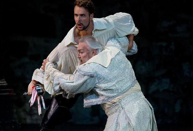 Wolfgang Amadeus Mozart: Don Giovanni Waltteri Torikka (Don Giovanni) a Jaakko Ryhänen (Komtuuri) (zdroj FB)