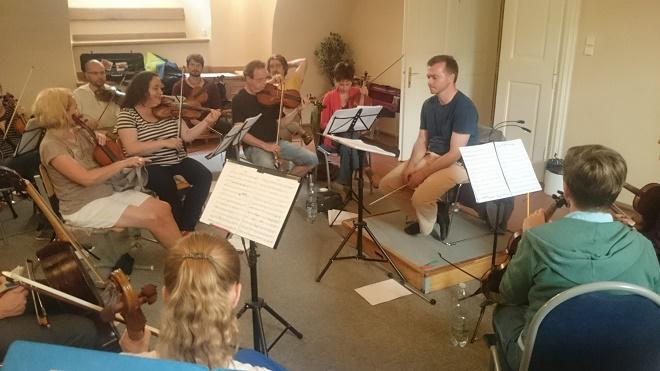 Zkouška orchestru na Hudební fakultě Akademie múzických umění (foto archiv Hartig Ensemble)