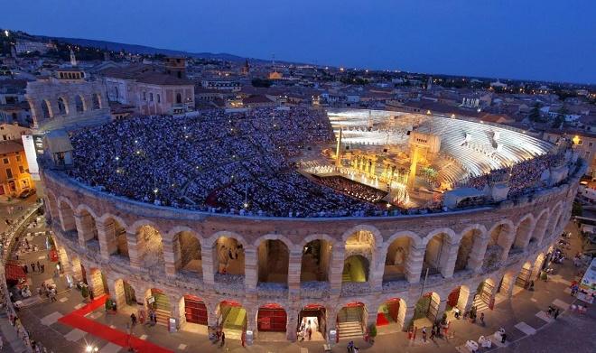 Arena di Verona - predstavenia prebiehajú v amfiteátri z čias Rímskej ríše (foto arena.it)