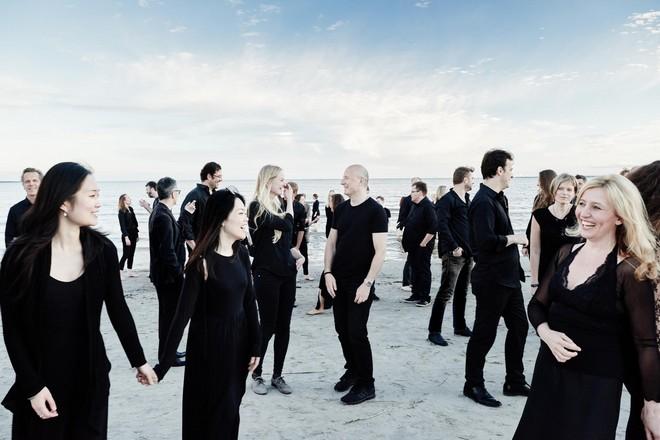 Estonian Festival Orchestra - Jana Boušková na fotce úplně vpravo (foto © Kaupo Kikkas)