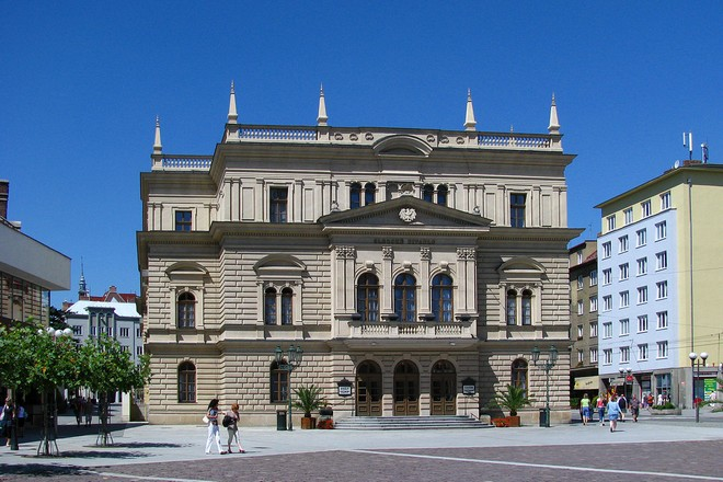 Slezské divadlo Opava (zdroj commons.wikimedia.org/Jan Mehlich)
