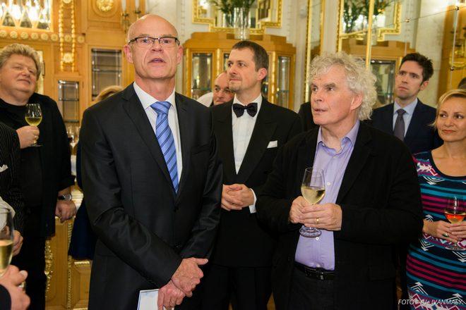 ředitel Pražského Jara Roman Bělor a dirigent Sir Simon Rattle - Pražské jaro 2014 (foto archiv PJ)