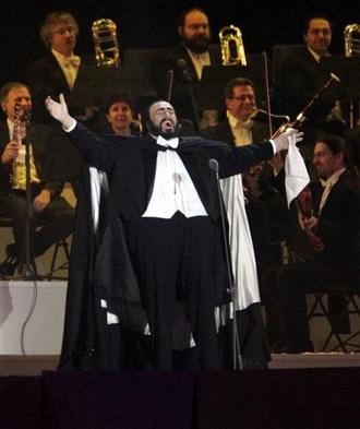 Luciano Pavarotti při zahájení zimních olympijských her v Turíně roku 2006 (foto YT)