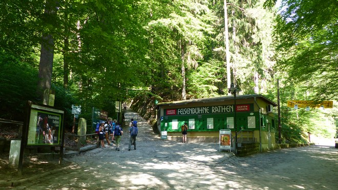 Felsenbühne Rathen - vchod (zdroj commons.wikimedia.org / Bernd Gross)