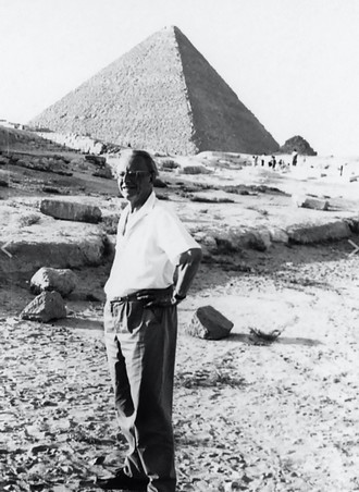 Carl Orff v Egyptě v roce 1966 (foto © Carl Orff-Stiftung/archiv Orff-Zentrum München)