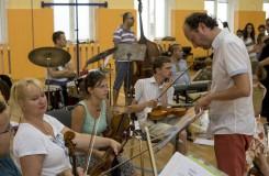 Filharmonici se letos za romskými dětmi vypravili na Šluknovsko