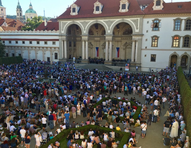 Symfonický orchestr hl.m.Prahy ve Valdštejnské zahradě (foto FOK)