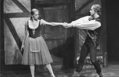 A. Ch. Adam: Giselle - Miroslava Pešíková (Giselle), Jiří Němeček (Hilarion) - ND Praha 1969 (foto Jaromír Svoboda)