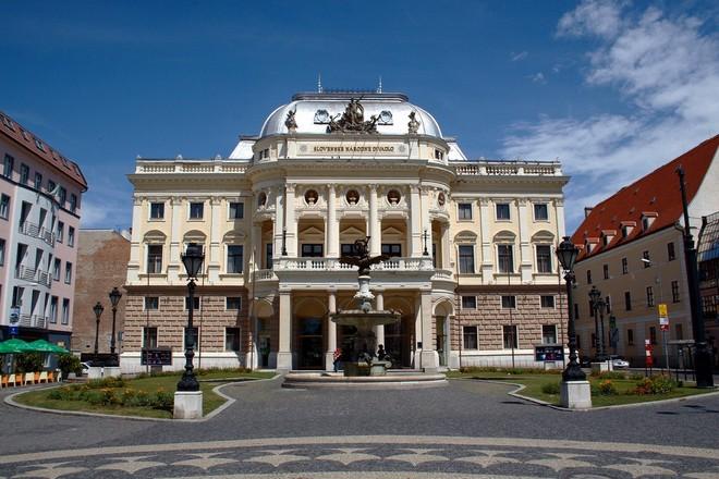 Slovenské národní divadlo Bratislava (zdroj en.wikipedia.org/John Menard)
