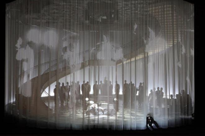 G.Verdi: Un ballo in maschera - Sofia Fomina (Oscar), Chor der Bayerischen Staatsoper - Bayerische Staatsoper München 2016 (foto archiv Bayerische Staatsoper)