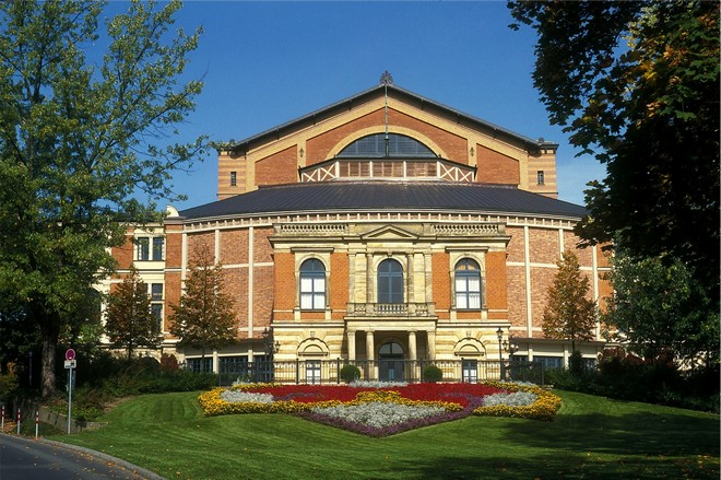 Bayreuther Festspielhaus (zdroj de.wikipedia.org)