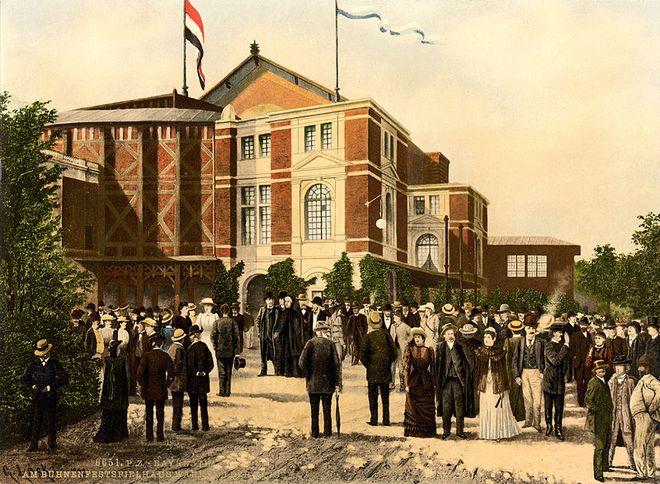 Festspielhaus Bayreuth - cca 1895 (zdroj commons.wikimedia.org)