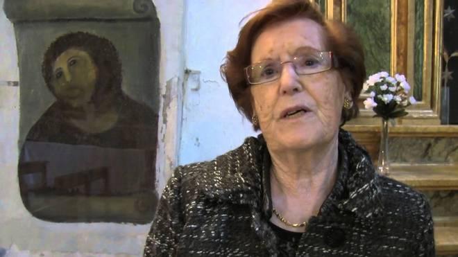 Cecilia Giménez s opravenou freskou Ježíše (zdroj YT)