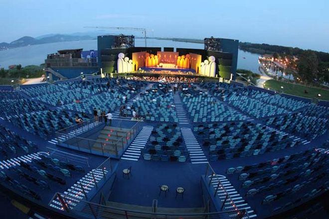 Il Gran Teatro all'aperto Torre del Lago (zdroj hola.com)