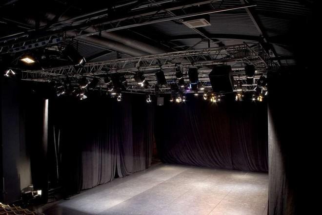 Divadlo Ponec Praha (zdroj theatre-architecture.eu/-expats.cz/prague/czech/theatre/ponectheatre)