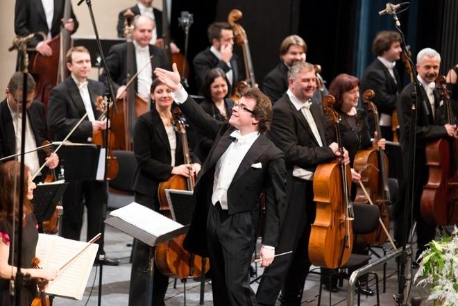 Jakub Hrůša a Filharmonie Brno (foto archiv FB)