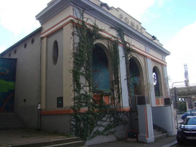 Divadlo Ponec Praha (zdroj theatre-architecture.eu/Jan Purkert)