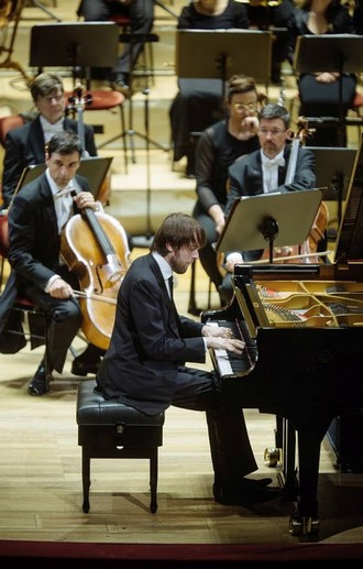 1. Symphoniekonzert - Sächsische Staatskapelle Dresden, Daniil Trifonov - Semperoper Drážďany 2016 (foto Oliver Killig/FB Staatskapelle Dresden)