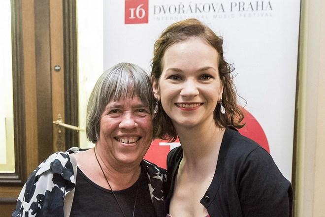 Gillian Whitehead a Hilary Hahn - Dvořákova Praha 2016 (foto Petra Hajská)