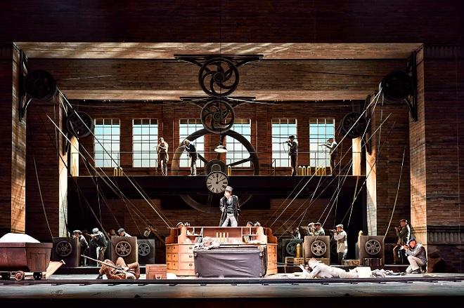 G. Verdi: Falstaff - Dominik Nekel (Pistola), Martin Achrainer (Ford), Pedro Velázquez Díaz (Dr. Cajus), Matthäus Schmidlechner (Bardolfo), Herren des Chores - Landestheater Linz 2016 (foto © Patrick Pfeiffer)