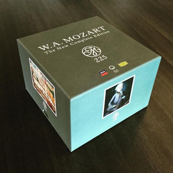Box s kompletním dílem Wolfganga Amadea Mozarta (foto archiv autora)