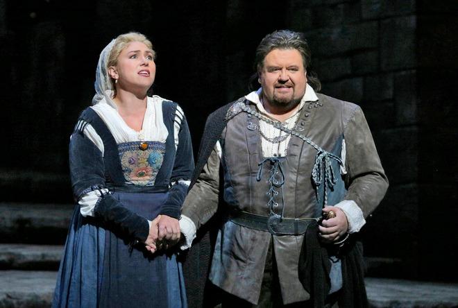 Richard Wagner: Die Meistersinger von Nürnberg - Annette Dasch (Eva) a Johan Botha (Walther) - Met New York 2014 (foto Met/Ken Howard)