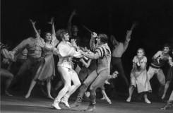 Romeo a Julie - Bohumil Reisner (Romeo), Pavel Ždichynec (Tybalt) - Národní divadlo Praha 18. 6. 1971 (foto archiv ND Praha/Jaromír Svoboda)
