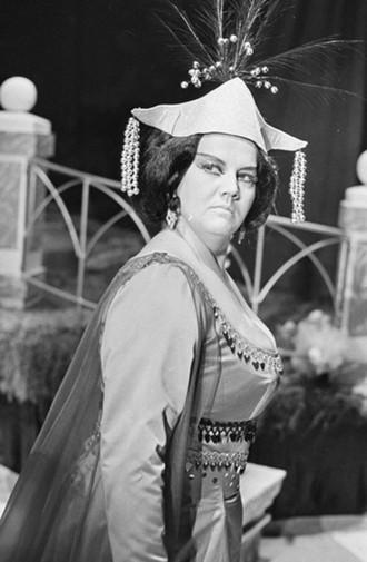 Antonín Dvořák: Rusalka - Jarmila Krásová (Cizí kněžna) - Státní divadlo Zdeňka Nejedlého Ústí nad Labem 1974 (foto © Jaromír Svoboda/Divadelní ústav)