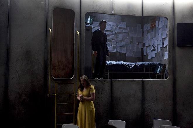 M. Obst: Solaris - Justus Seeger (Kris Kelvin), Julia Grüter (Harey) - Landestheater Linz 2016 (foto © Yasmina Haddad)